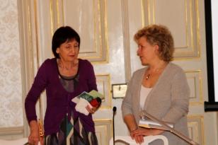 Petra C. Erdmann (links) und Janette Bürkle bei der Präsentation ihres ersten gemeinsamen Haiku-Buches im Gohliser Schlösschen, 19. 3. 2016.